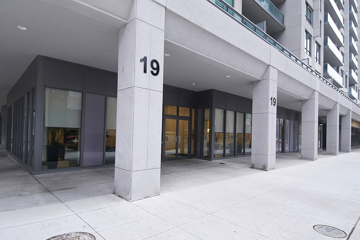 19 Grand Trunk Cres Infinity Condos Sold John